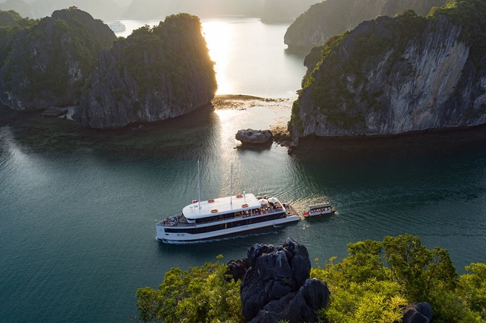 Explore Halong on Jade Sails Cruise ...